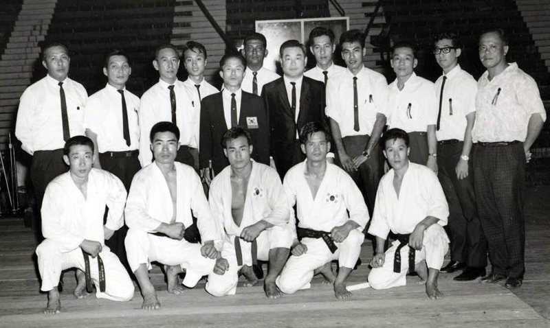 A 1965 photo of Nam Tae-Hi and Choi Hong-Hi in Singapore with their Tae Kwon Do team, including Rhee Ki-Ha, Park Jong-Soo and Han Cha-Gyo.