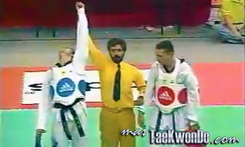"""El Décimo Tercer Campeonato Mundial de Taekwondo masculino y la sexta edición del femenino se celebró en el """"Hong Kong Coliseum"""" de Hong Kong (China) del 19 al 23 de Noviembre de 1997, con la participación de un total de 710 competidores de 80 países."""