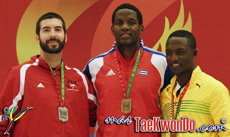 El atleta de Taekwondo representante de Jamaica, Kenneth Edwards, dio positivo en una prueba de antidoping efectuada por la Agencia Mundial Antidopaje. La sustancia prohibida que consumió fue un diurético.