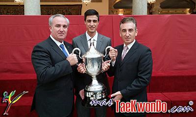 La Reina, los Príncipes de Asturias y la infanta Elena entregaron los Premios Nacionales del Deporte 2012, que distinguen al taekwondista Joel González y la regatista Marina Alabau como los mejores del año.
