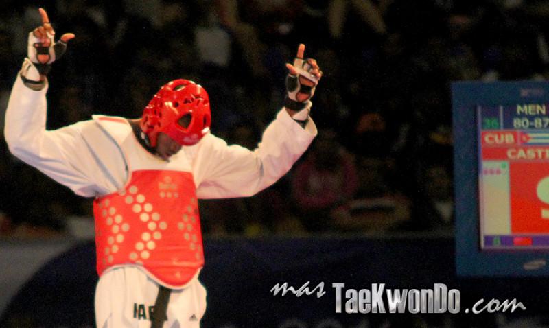 La armada de Santiago de Cuba, asegurada en la cima desde la jornada anterior, elevó su cosecha al sumar una presea de cada color en el cierre de los Campeonatos Nacionales de Taekwondo, para uno y otro sexo, efectuado en Holguín.