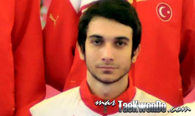 El atleta turco Seyithan Akbalik, falleció este sábado 15 de febrero de 2014 mientras participaba en el Open de Taekwondo de Luxor en la división de -63 Kg. Evento que se está llevando a cabo en Egipto.