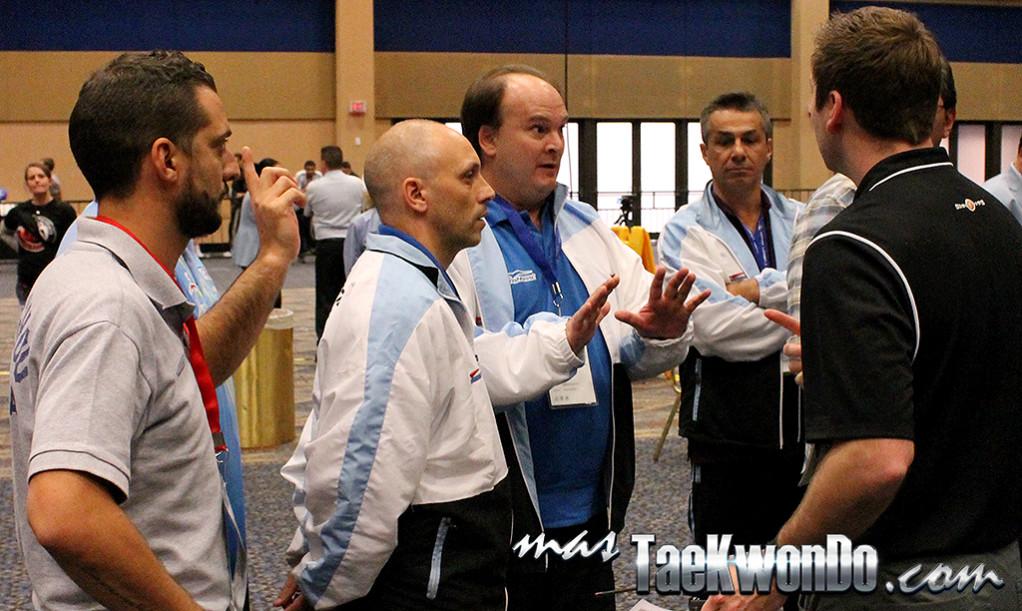 Un sin fin de hechos insólitos se suscitaron durante el US Open 2014 recién finalizado en la ciudad de Las Vegas. Uno de ellos, aparte de la falsificación de los protectores de pie, generó la expulsión de dos árbitros internacionales.