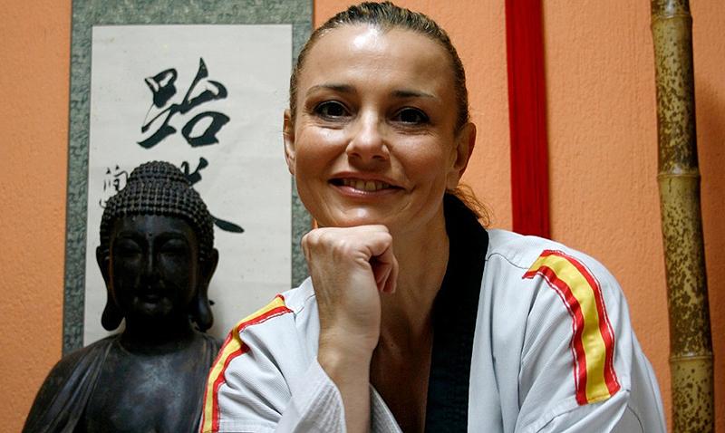 Pionera de las artes marciales en España, Coral Bistuer Ruiz (Madrid, 16 de noviembre de 1964) fue una de las grandes heroínas del Taekwondo Hispano que llamó la atención a nivel global por sus excelentes resultados a nivel de Europeos, Mundiales y Juegos Olímpicos.