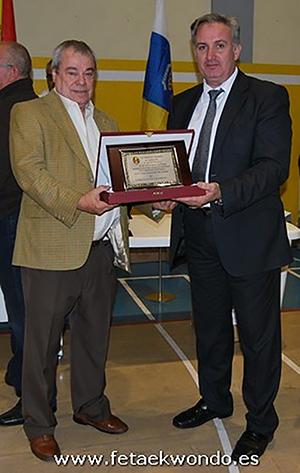 El Presidente de la Real Federación Española de Taekwondo Jesús Castellanos (der.), comunicando el nombramiento de Octavio Ojeda (izq.), como Vicepresidente de la Real Federación Española de Taekwondo en 2012.