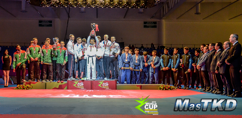 Podio Equipos Masculinos en la copa del Mundo por Equipos de Taekwondo