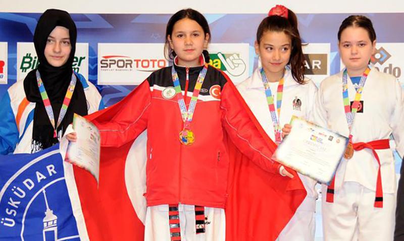 Podio Femenino del 1st European Kids Taekwondo Championships 2015