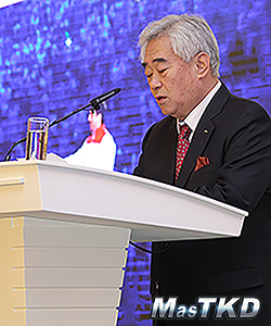 WTF-President-Chungwon-Choue-presents-Sport-Peace-Corps