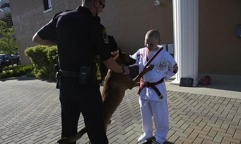 Por cinturón negro ayuda a policía canina de Indianápolis
