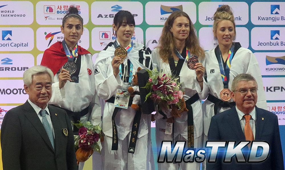 PODIO_Women-57kg_Muju2017