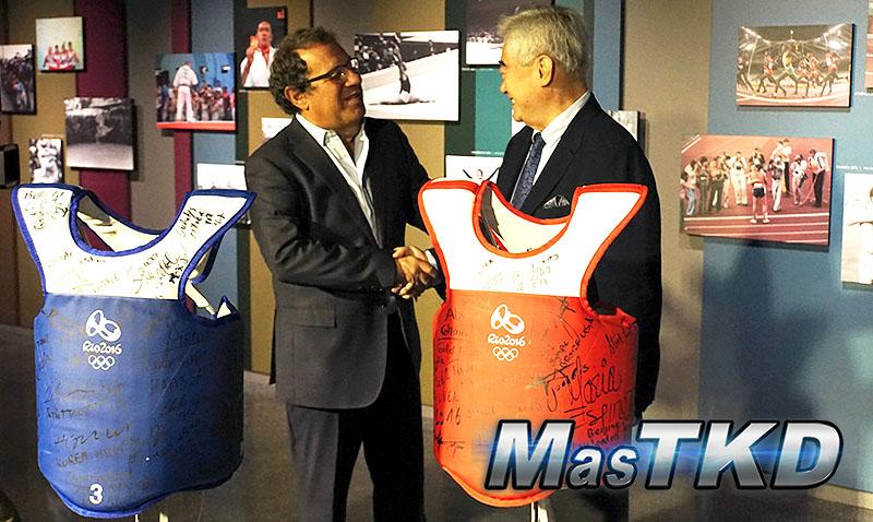 La WT donó un juego de petos al Museo Olímpico