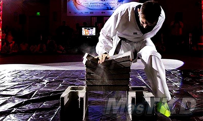 Rompimiento_bloques-de-piedra_Taekwondo