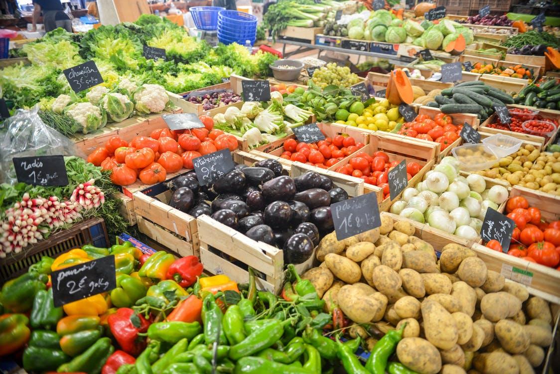 Mercado con comida saludable