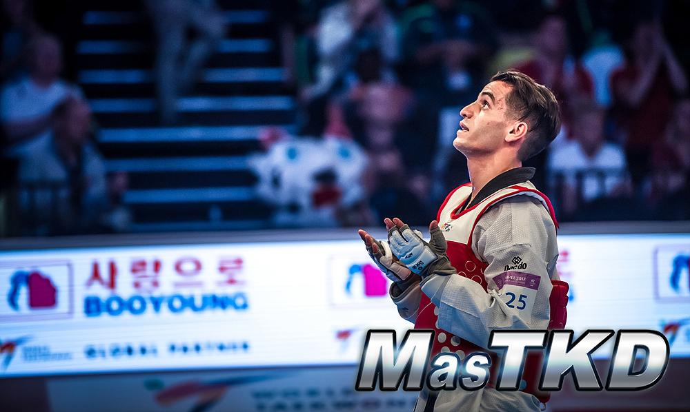 Taekwondo_competidor-Arrodillado