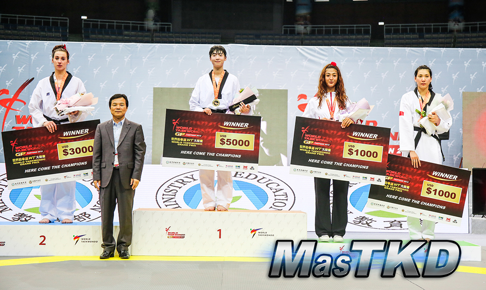 masTKD_Day-2_Taoyuan-2018-World-Taekwondo-Grand-Prix_Podio_Fo67_