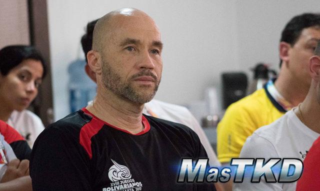 Federación Peruana despide al director de selecciones Phillipe Pinerd