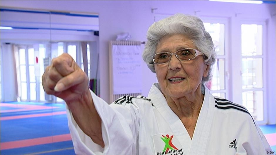 Abuela-en-taekwondo