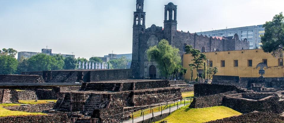 Plaza de las Tres Culturas, Ciudad de México. Foto: Getty Images/MasTKD.com
