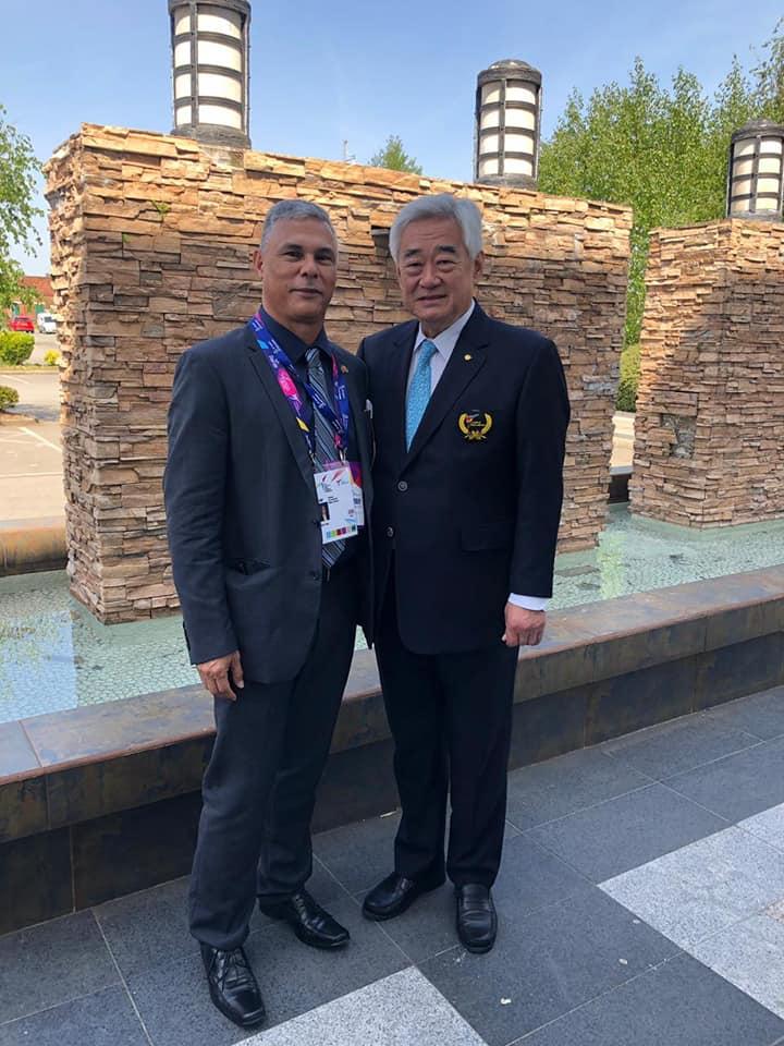 Wilmar Alvarado, presidente de la FCT (izq.) junto al presidente de Federación Mundial, Chungwon Choue. Foto: FCT/Cortesía