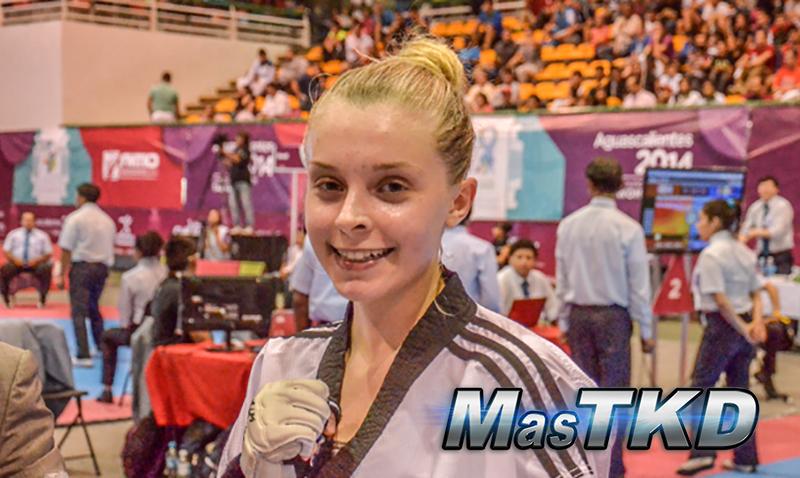 Taekwondo_mujer-sonrisa