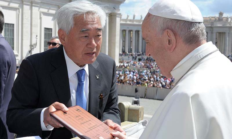 El Papa Francisco recibió el cinturón negro honorífico