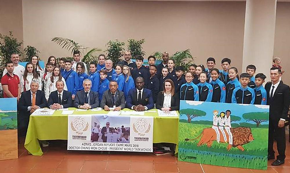 Príncipe de Mónaco, firma petición de la Fundación Humanitaria de Taekwondo