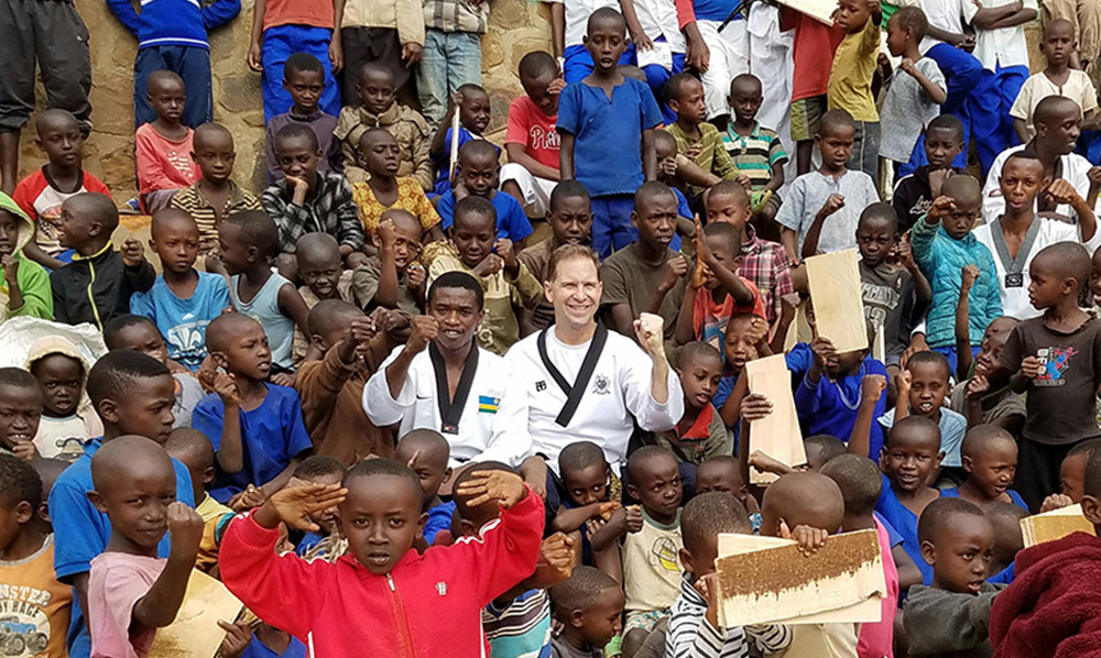 La Fundación Humanitaria de Taekwondo busca apoyo para niños de Ruanda